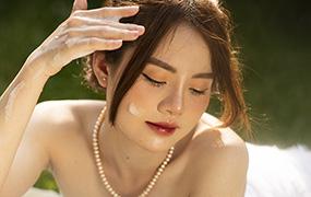 【M211】草坪美女人像RAW原片,调色修图练习素材